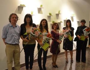 Alberto Sanchez, curador de la Muestra y las expositoras