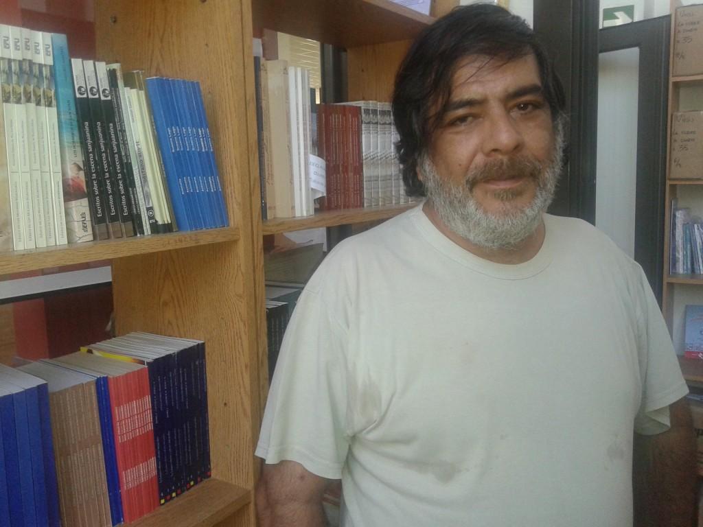 El escritor sanjuanino Adrián Campillay desarrolla su tarea en la Editorial universitaria desde hace varios años.