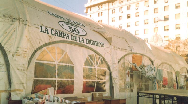 Carpa_blanca_docente_-_Plaza_del_Congreso_-_1997