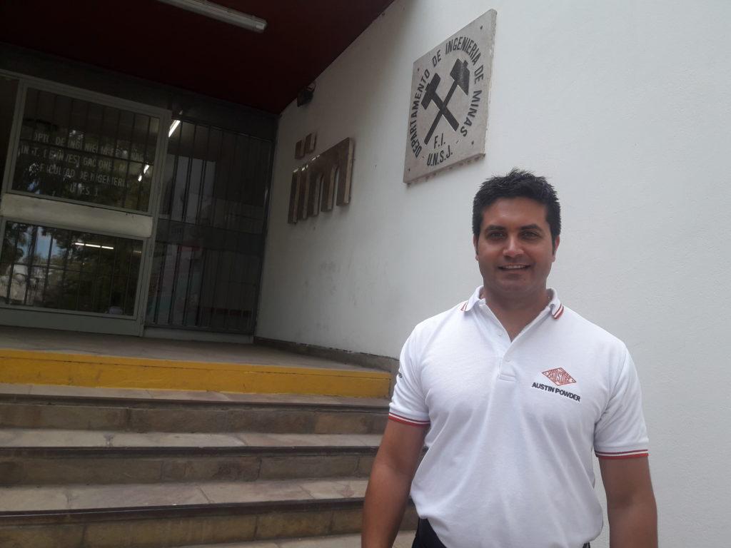 Ing. Víctor Muñoz, en el Instituto de Investigaciones Mineras de la UNSJ.
